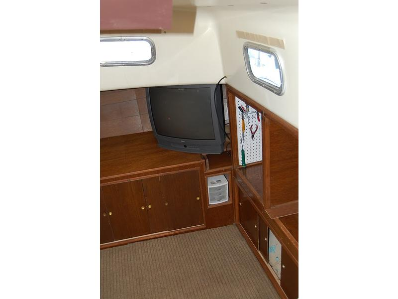 1972 Gulfstar Center cockpit