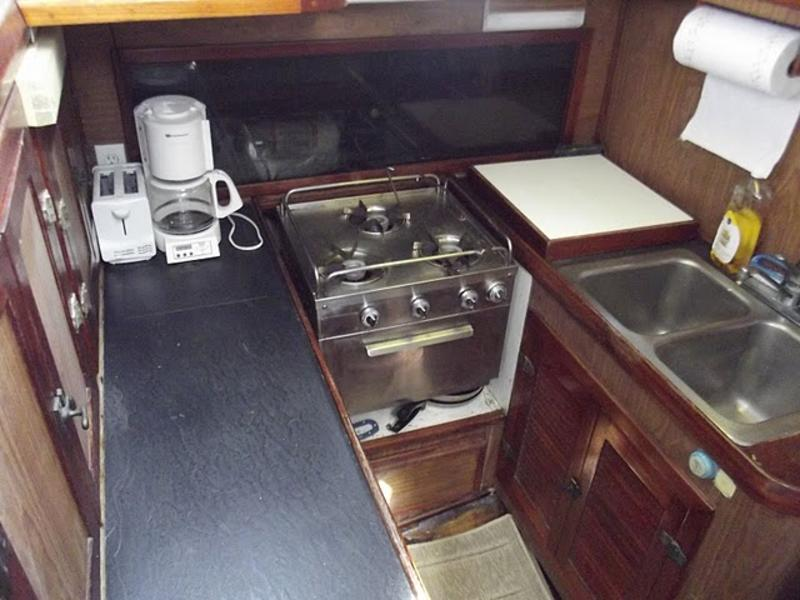 CSY 44 Pilothouse