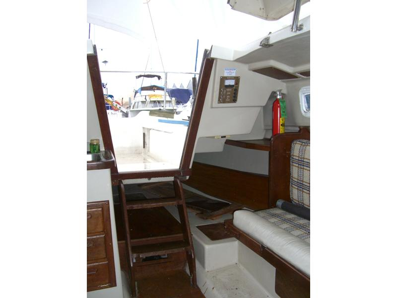 Capitol Yachts Neptune 24