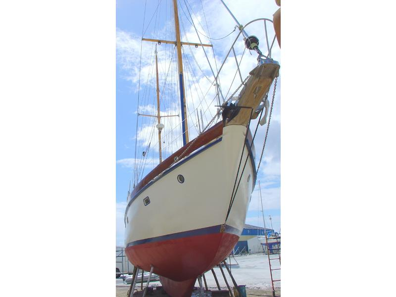 Custom built Hinckley type ketch