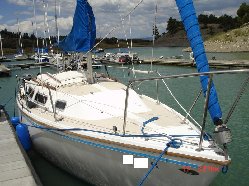 Catalina Catalina 25 Swing Keel Pop-Up with Tandem Trailer and Honda 9.9 HP 4 Stroke