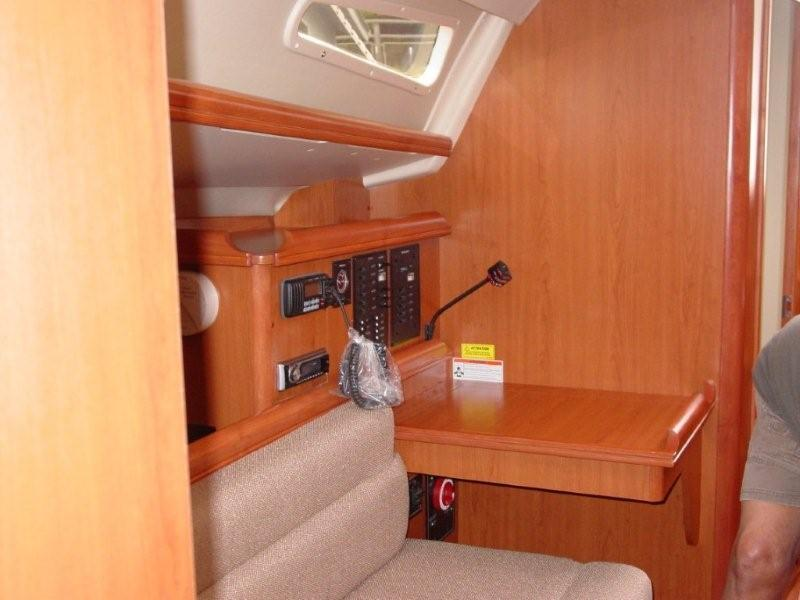 2008 Hunter Marine 33